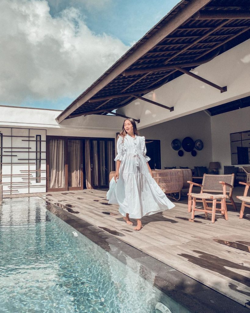 The Pro and Cons of Using Influencers for Your Exclusive Bali Villas